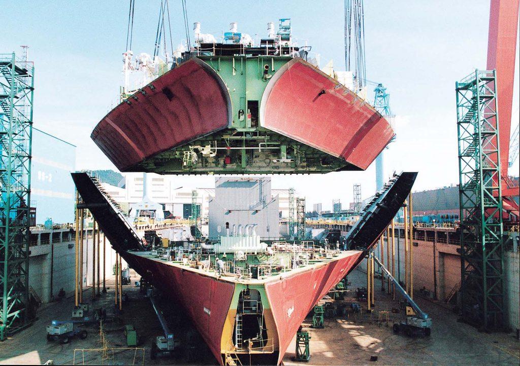 ورق دریایی LR-A , GL-A فولادی منحصر بفرد جهت ساخت بدنه های کلیه شناور های تجاری .تفریحی و نظامی میباشد .  این نوع فولاد با استاندارد های GL-A و LR-A جهت ساخت ساختمان کشتی ، عرشه کشتی و بدنه خارجی بکار میرود .