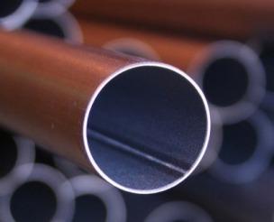 لوله های درزدار در واقع به لوله هایی اتلاق می شود که در نیتجه فرم دهی و جوش دادن ورق های فولادی با ضخامت ها و جنس های مختلف تولید می شوند. لوله درزدار (WELDED PIPE)