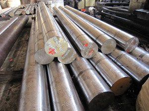 فولاد MO40 در گروه فولادهای قابل عملیات حرارتي (آلیاژهای با کیفیت بالا) قرار دارد. در بعضی مواقع برای حذف تردی حاصل از کروم در فولاد MO40 از حدود ۰٫۲ درصد نیکل استفاده می شود.