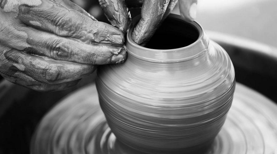 potter-making-ceramic-pot-on-the-pottery-wheel-PMLB6UJ(2)