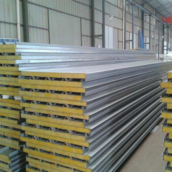 فولادهای نسوز در اصل همان فولادهای مقاوم به حرارت (Heat resistant Steel) هستند. همانطور که می دانید خواص استحکامی فولادهای با افزایش درجه حرارت کاهش می یابد. مقاومت به حرارت به این معنا است که فولاد بتواند در دمای بالای ۵۰۰ درجه سانتیگراد از خود مقاومت نشان دهد، به همین دلیل فولادهای مقاوم به حرارت برای استفاده در دماهای بالای ۵۰۰ درجه سانتیگراد طراحی شده اند.